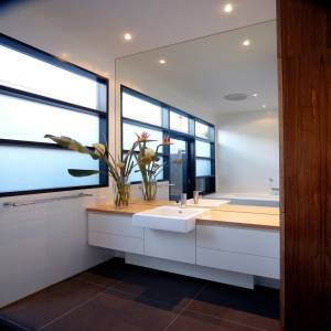 Modern-bathroom-design-square-mirror-spotlight-white-washstand-white-wall-frosted-glass-window-black-granite-tile-floor-945x945